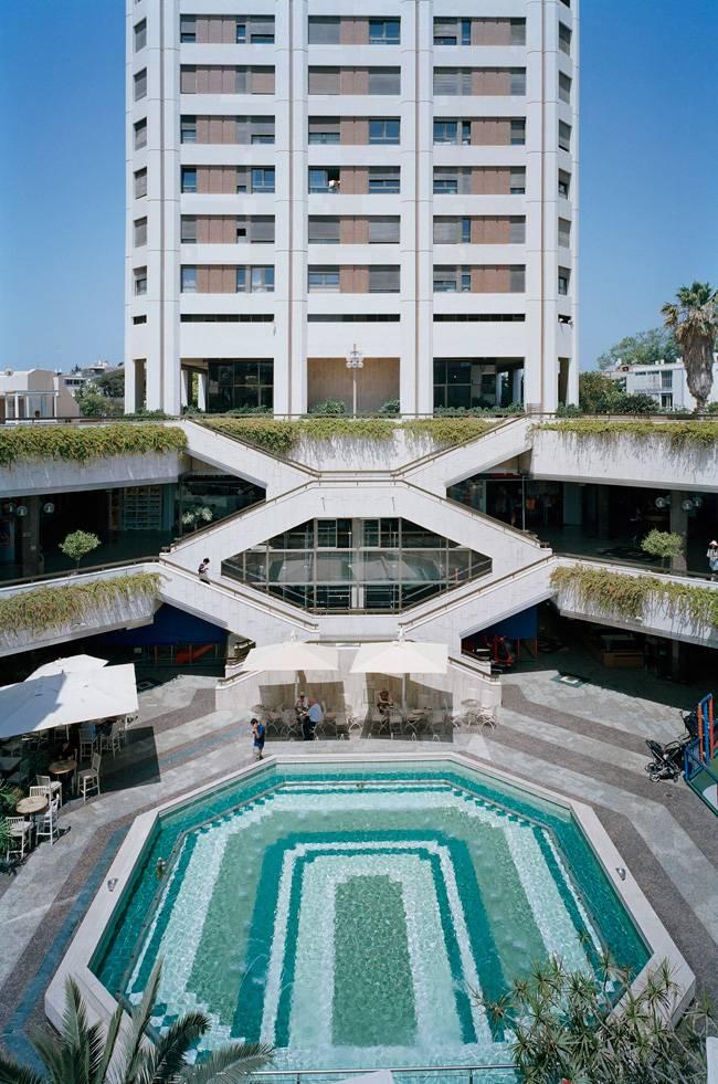 """פלוריאן הולצר, גן העיר, 2012. מתוך העבודה """"אני אוהב קניונים"""", ישראל, 2012"""
