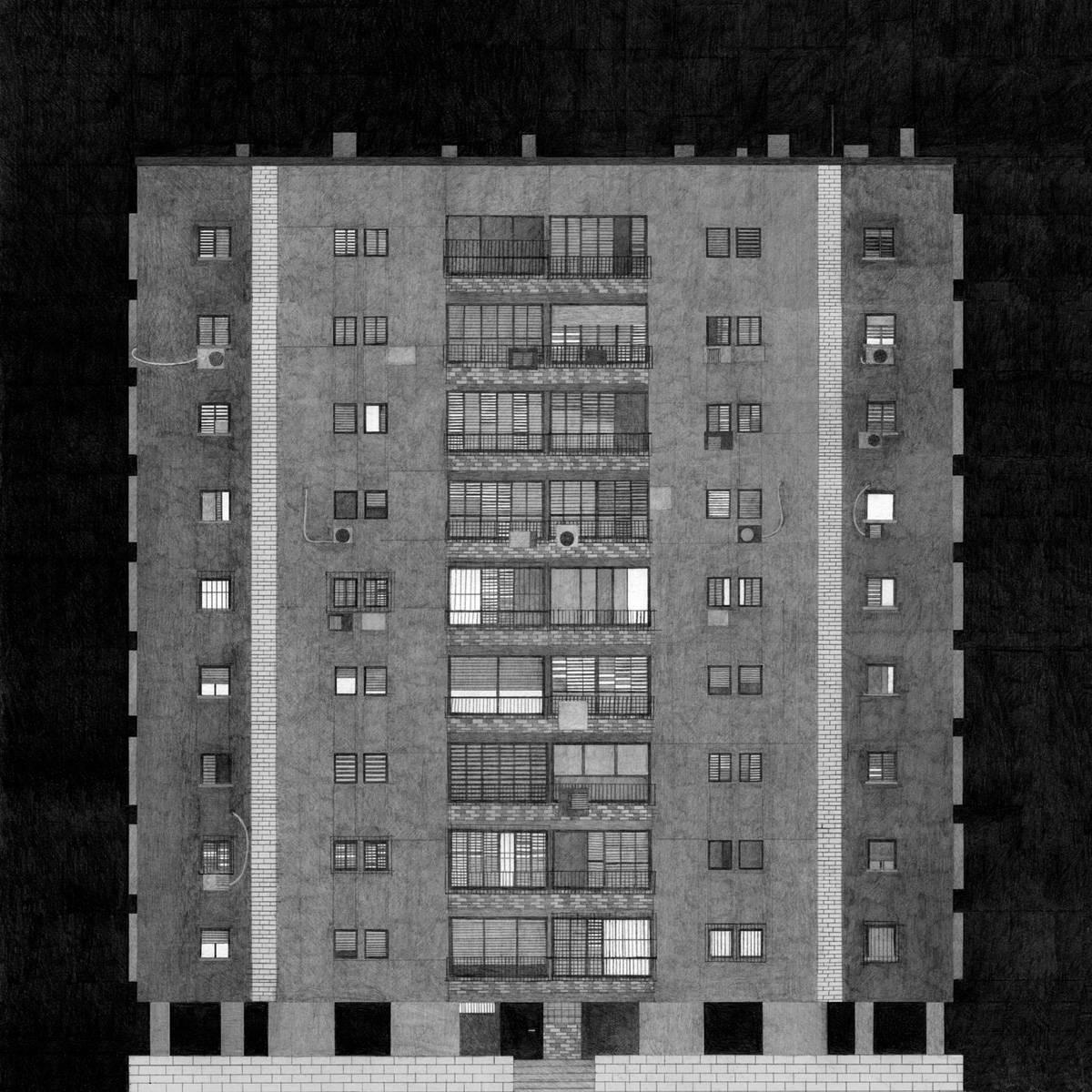 קרן תגר: העבודה שלי היא רישום של בניין דירות בגבעתיים, קרוב למקום שבו אני גרה. הבניין מסמל בעיני את שיא אזור הנוחות הישראלי, אבל כשאני מסתכלת ועוברת בין החלונות, אני תמיד מדמיינת ילדים עצובים וזוגות ממורמרים
