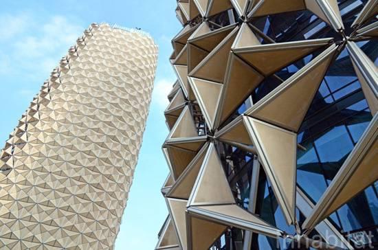 החזית האדפטיבית הגדולה בעולם, המתאימה את פתיחת ההצללות בהתאם לעצמת האור Al Bahr Towers, Architects: AEDAS