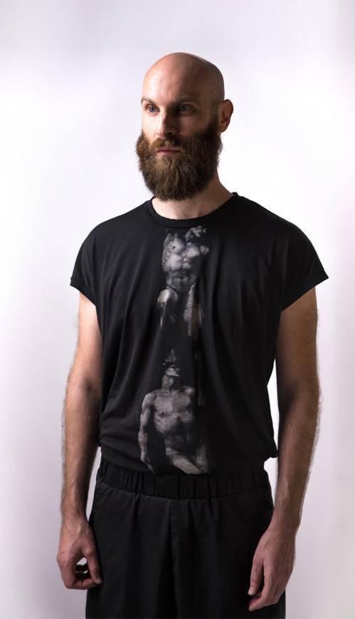 cotton-printed-Tshirt-_-silk+cotton-blend-bermuda-pants-ss14