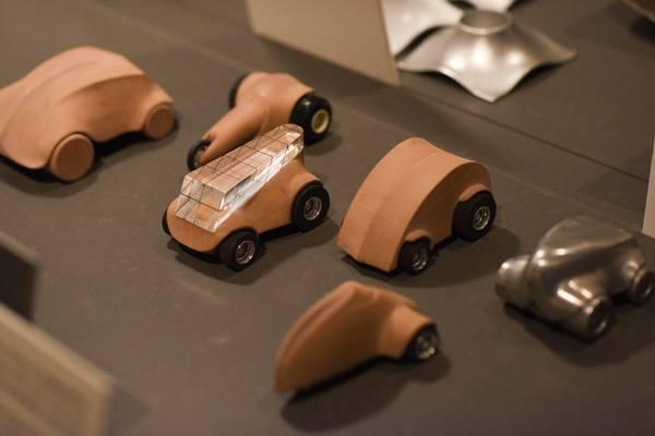 מודלים של מכוניות בעבור חברת אלסי של פיליפ סטארק משנת 1991. צילום: בן קלמר