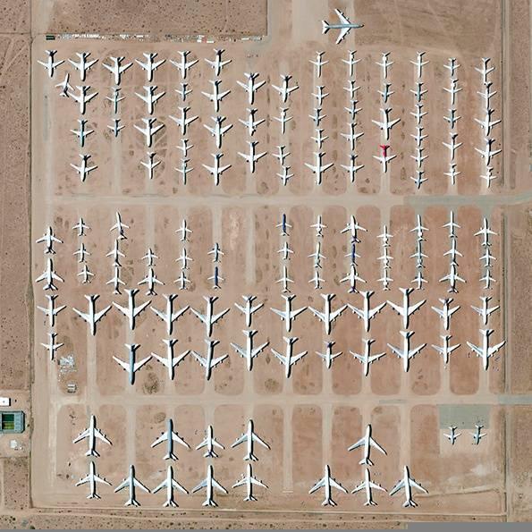 מגרש גרוטאות של מטוסים בדרום קליפורניה. Daily Overview