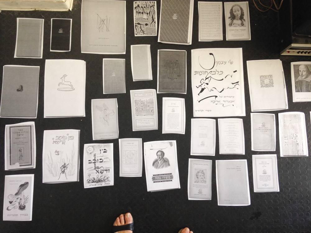 בסטודיו של ורדי. ״חלק מהמיון כלל הדפסת כל החומר בשחור לבן בגודל אחד לאחד״