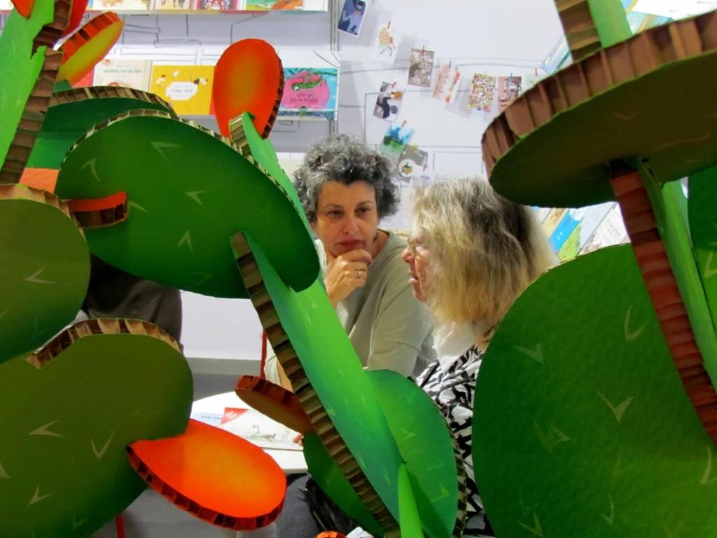 ליאורה גרוסמן ודלית לב, עורכת ספרות הילדים של הוצאת עם עובד