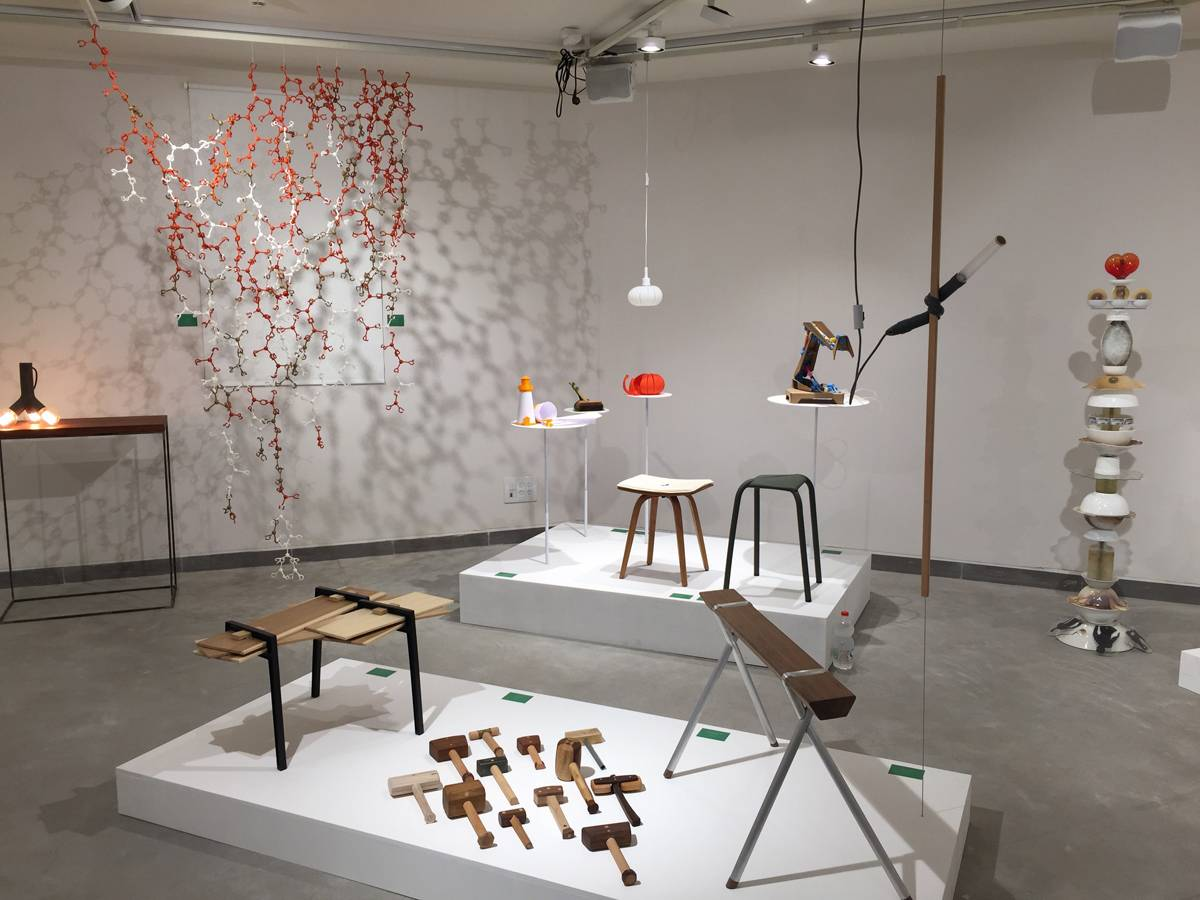 מתוך התערוכה ״תורת המחברים: מחווה לעמי דרך״, שמוצגת בימים אלו בגלריית ויטרינה במכון הטכנולוגי חולון