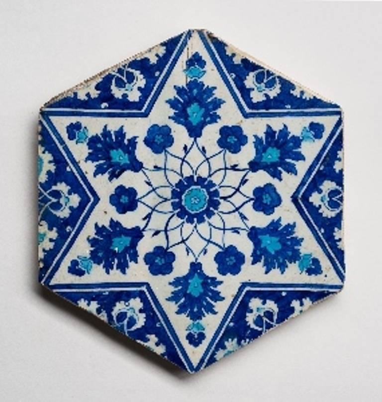 אריח תורכיה איזניק. אוסף המוזיאון לאמנות האסלאם. צילום יובל חי