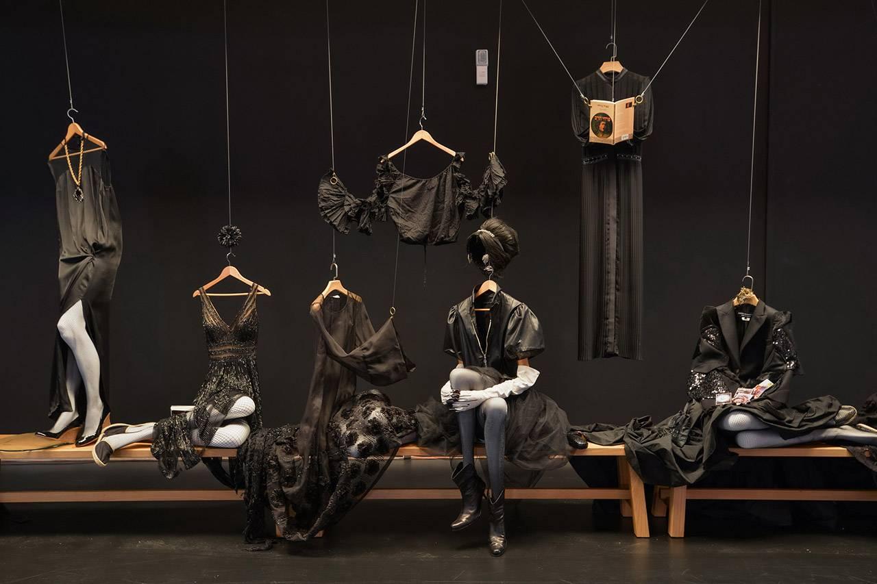 מתוך התערוכה ״ז׳ה טם, רונית אלקבץ״, מוזיאון העיצוב חולון