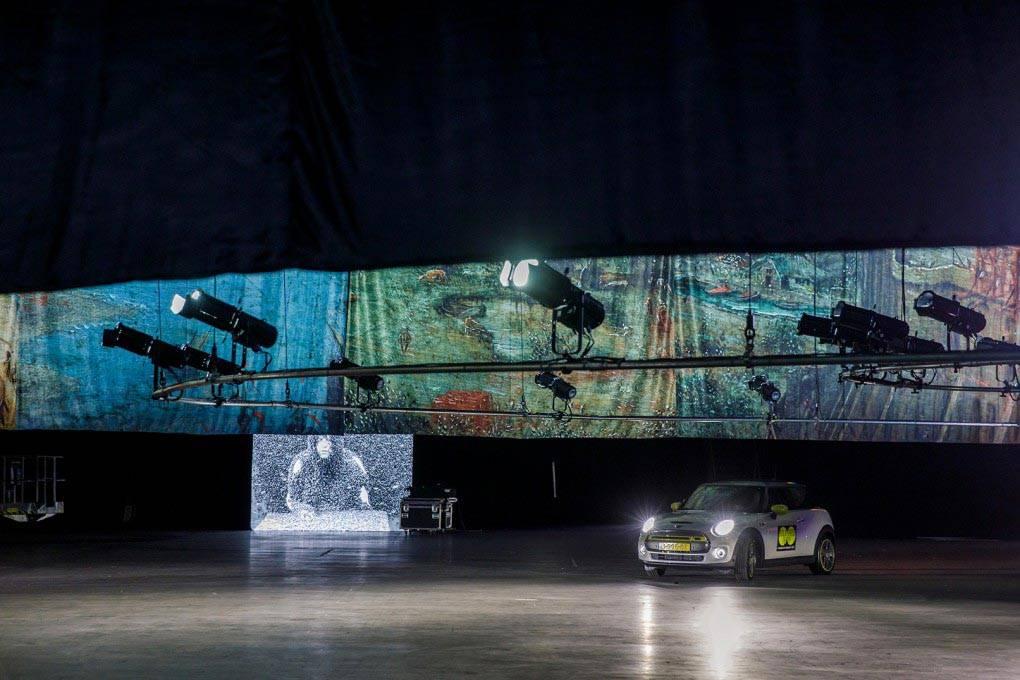 התערוכה של מוזיאון הבוימנס באיצטדיון אהוי ברוטרדם