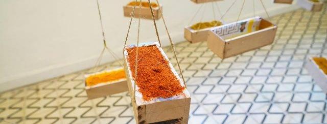 צ׳נצ׳ל בנגה, מתוך התערוכה ״יש ריח לאמנות״