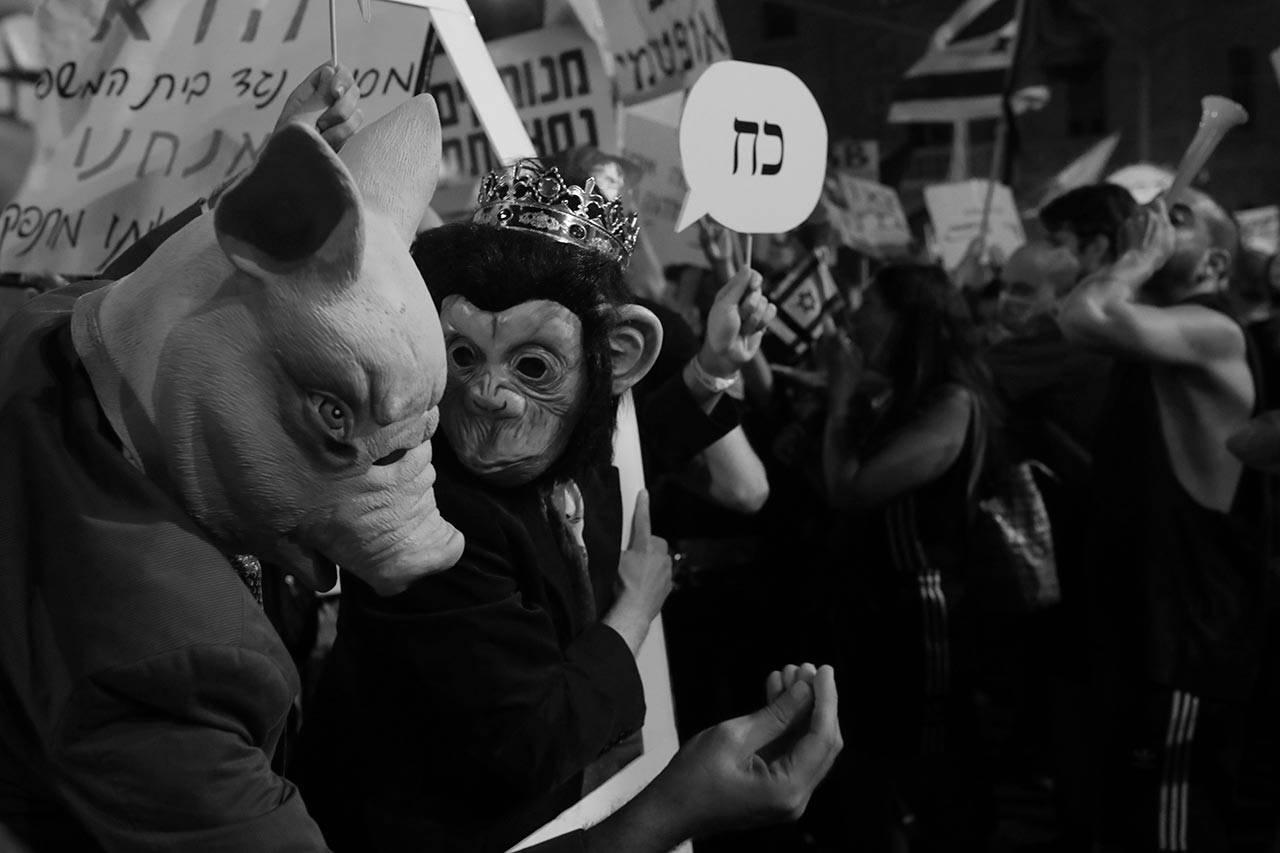 מפגינים ליד ביתו של ראש הממשלה