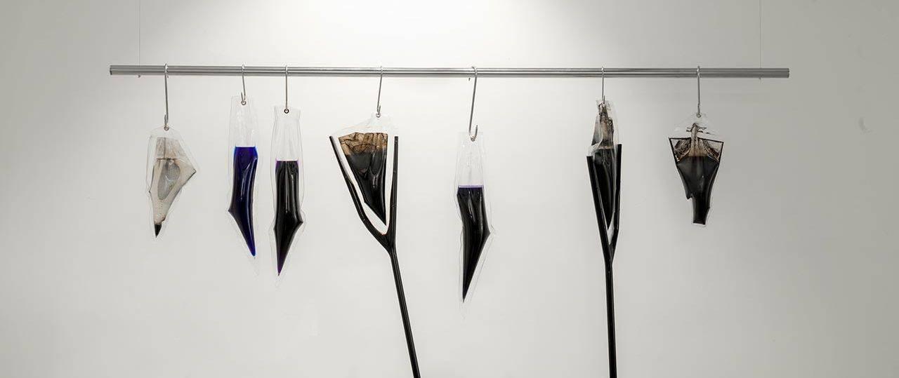 יערה צח בתערוכה מי תהום, הגלריה העירונית רמת השרון. צילומים: טל נסים