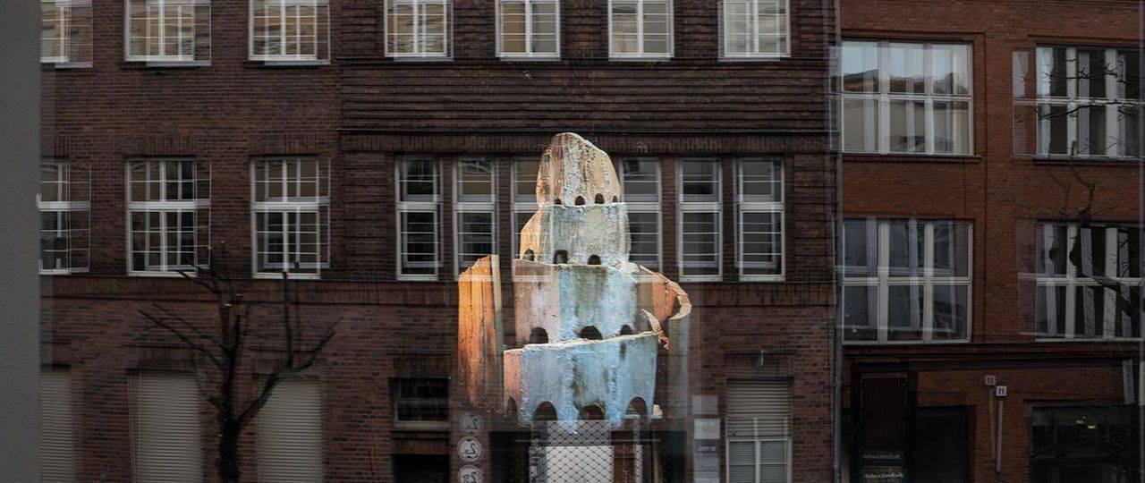 אלינור סאם, Wonderland: Construction