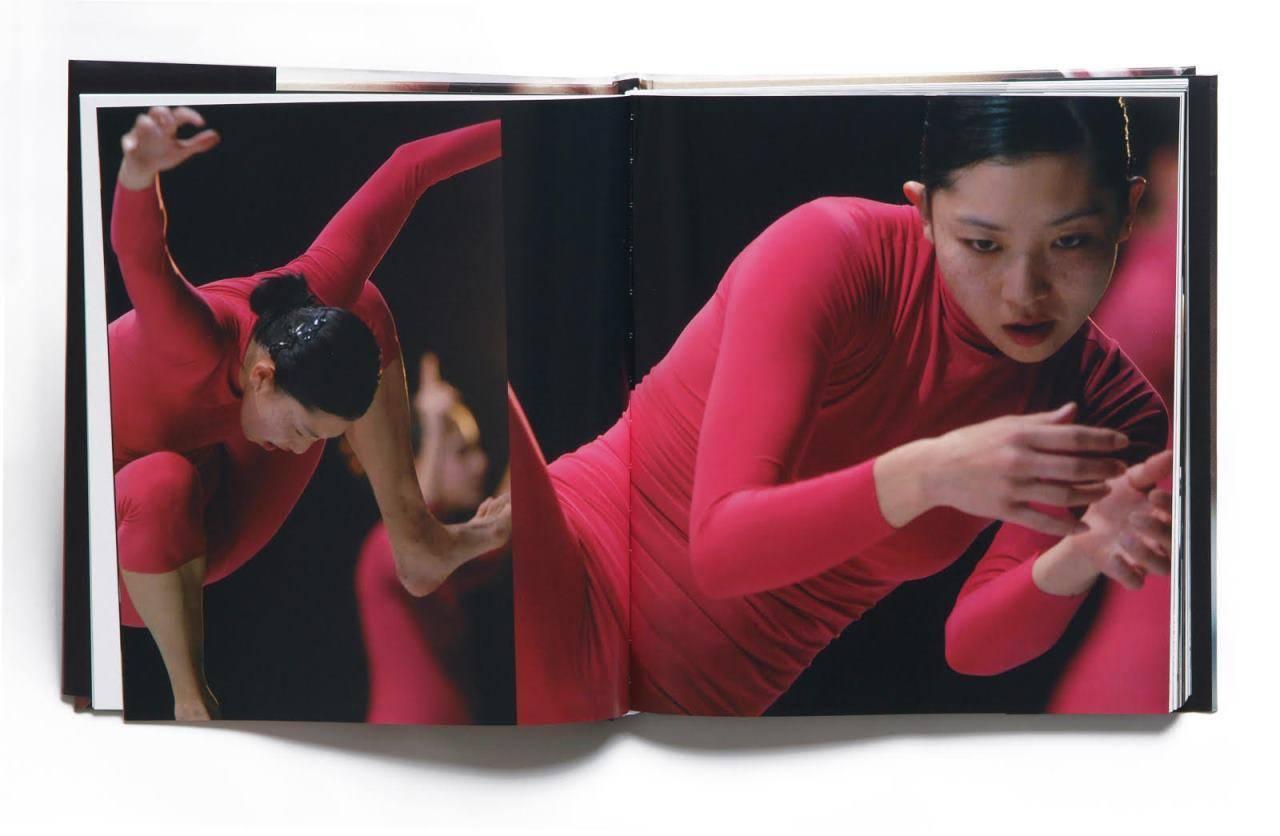 מתוך הספר אחד מי יודע, להקת בת שבע. צילום גדי דגון עיצוב עדי שטרן