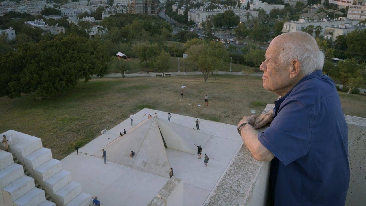דני קרוון, הכיכר הלבנה, תל אביב. צילום: לוקש קונופה
