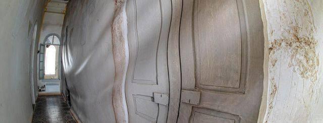 יהונתן עפרת בתערוכה ״סגור פתוח סגור״, המפעל