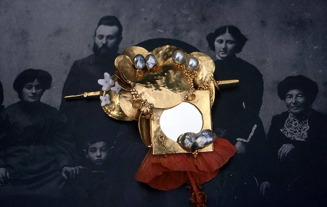 זהב על בוץ: התכשיטים של ביאנקה אשל גרשוני