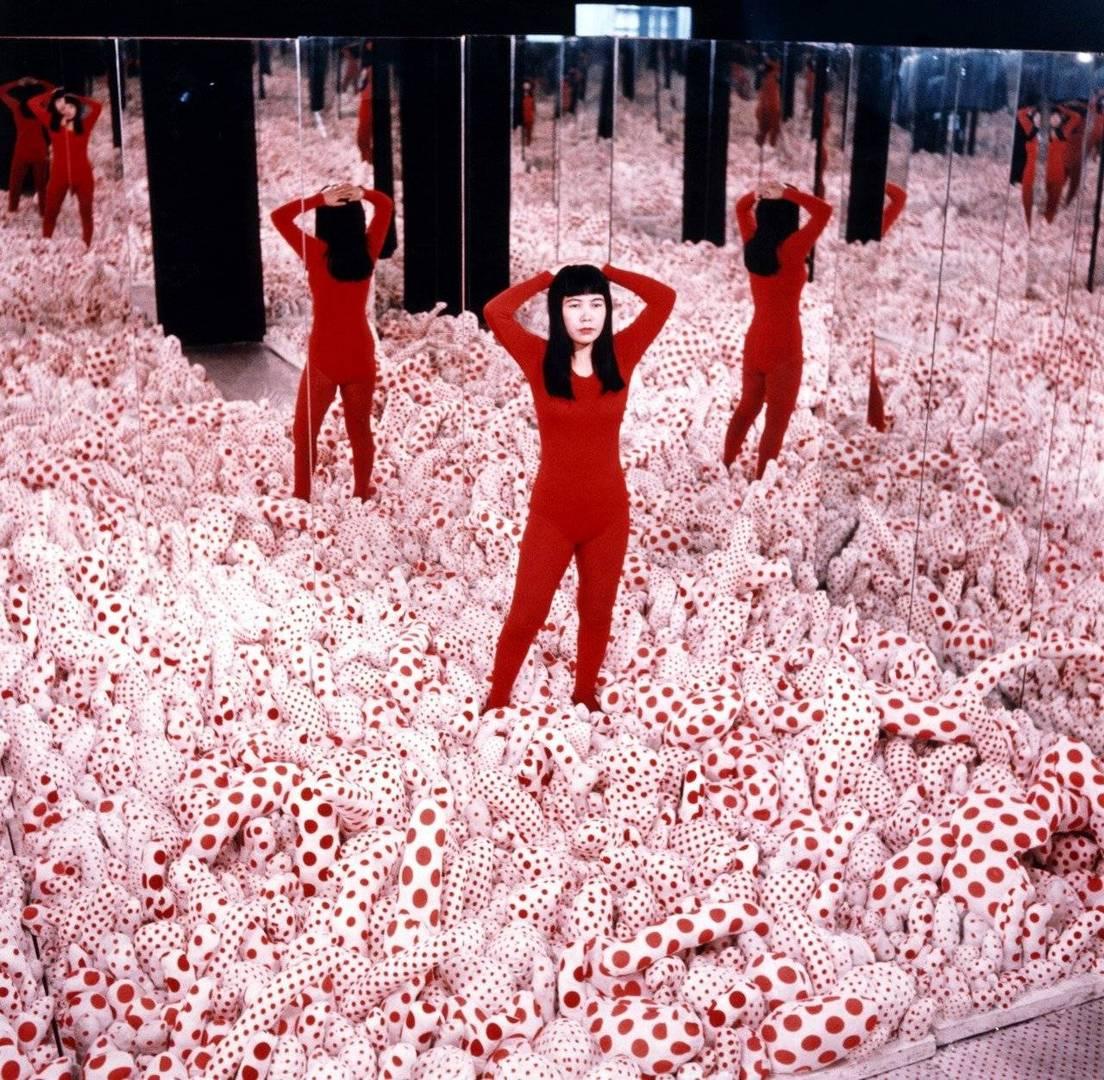 יאיוי קוסאמה בצעירותה, Phalli's Field, 1965. צילום: באדיבות האמנית
