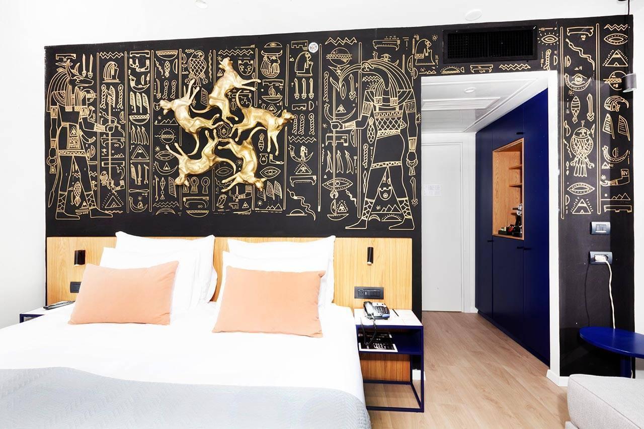 האמן איל אסולין במלון ארטיסט