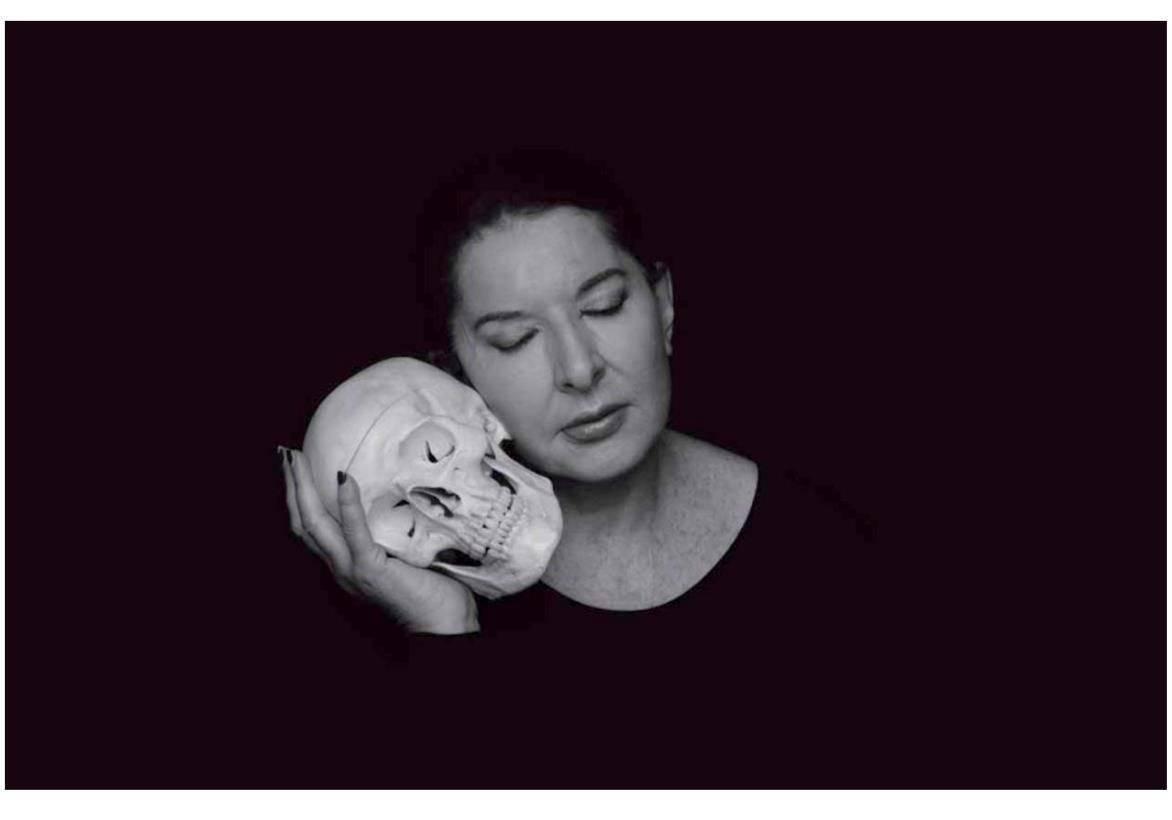 מרינה אברמוביץ׳, ללא כותרת (גולגולת). צילום: מ״ל
