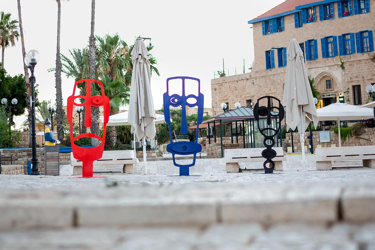 פסלי החוץ בכיכר קדומים