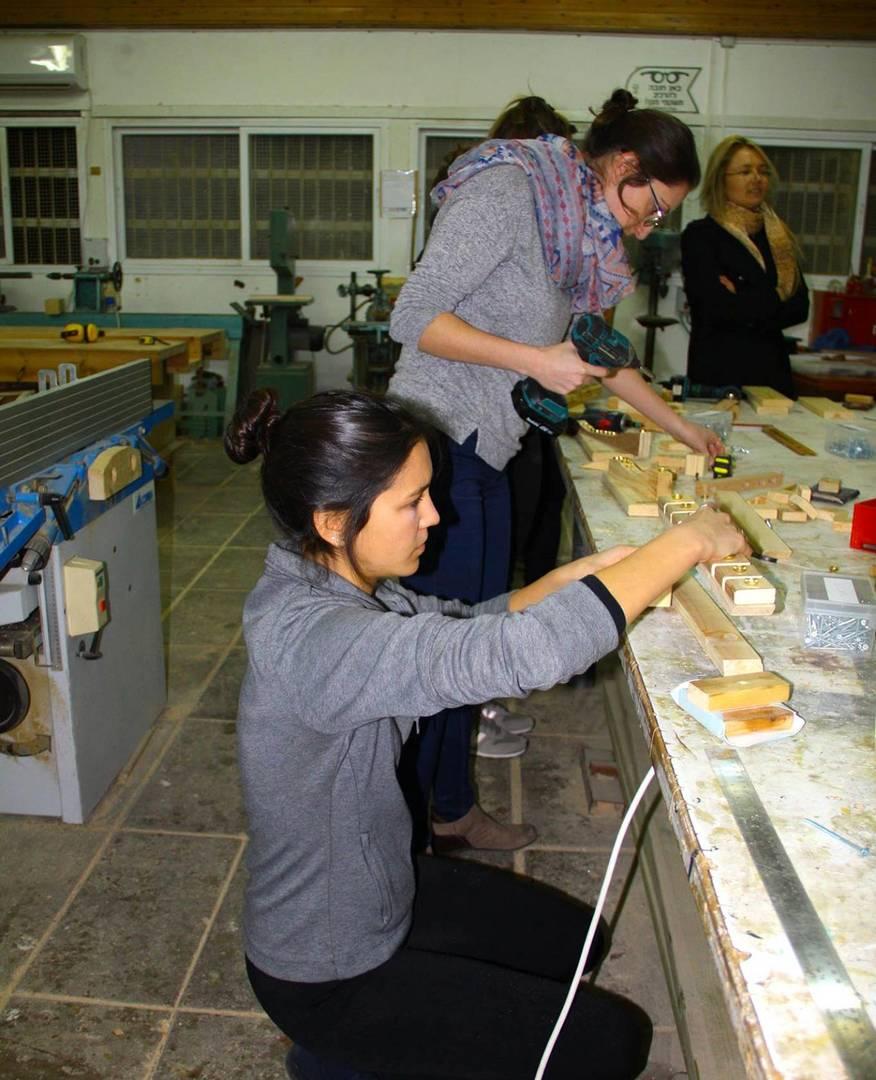 חנוכ׳קטע: בניית חנוכיות