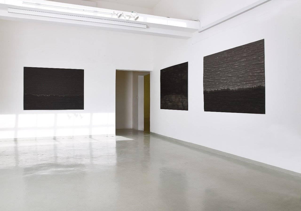 ורוניק ענבר ״שלושה פעלים״ במקום לאמנות בקריית המלאכה. צילומים: אבי אמסלם