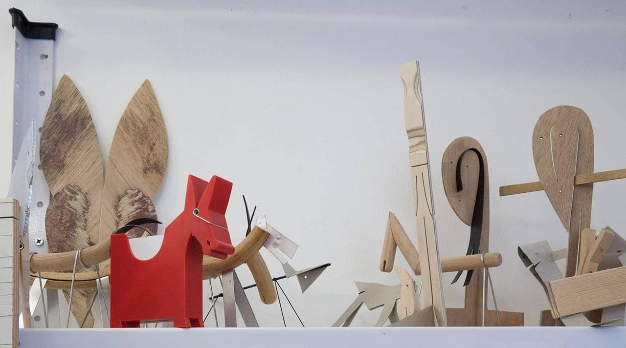 מוריס החמור האדום (עוצב עבור מונקי ביזנס) בסטודיו של קאופמן