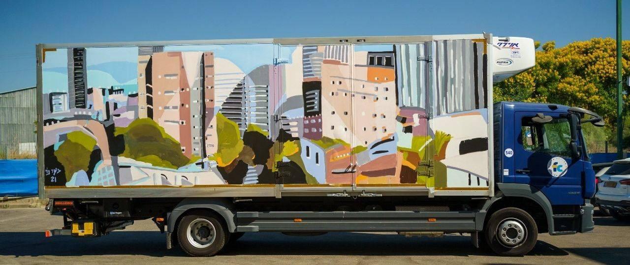 המשאית המצוירת של בעז נוי. צילומים: טל בדרק