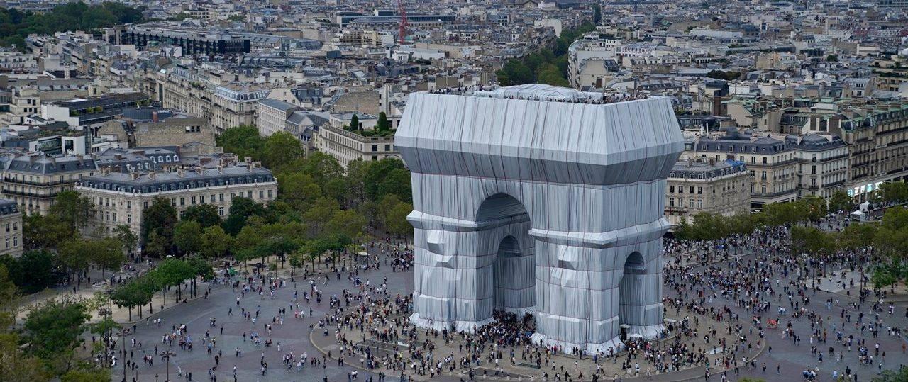 שער הניצחון עטוף, פריז 1961-2021. כריסטו וז׳אן קלוד פאונדיישן, צילום: Benjamin Loyseau